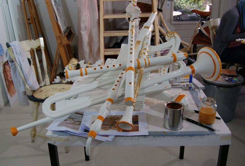 Orgelstukken in proces voor Laurentiuskerk.